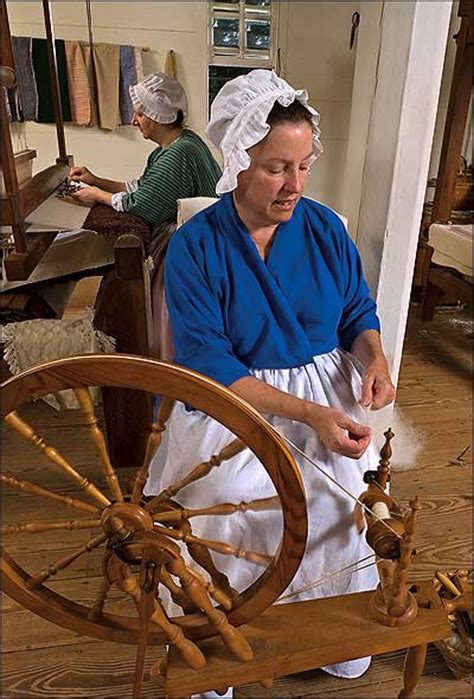 Weaving, Spinning, and Dyeing : The Colonial Williamsburg