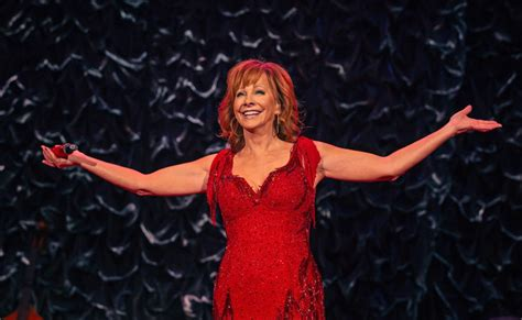 reba mcentire s costume changes at acm awards dresses reba mcentire dishes on 2018 acm awards costume changes