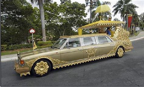 Brunei Rolls Royce Sultan Of Brunei Hassanal Bolkiah Walking In The