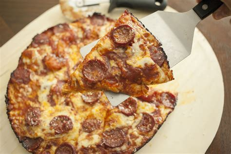 Want Ultracrisp Pizza Try Pan Frying It by Pizza How To Make Awesome Pan Pizza Using
