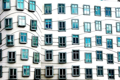 windows 2000 house file dancing house windows jpg wikimedia commons