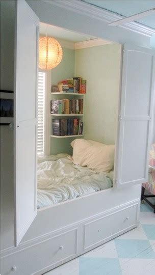 d馗o chambre gar輟n 10 ans gain de place quand l armoire devient lit ou que le lit