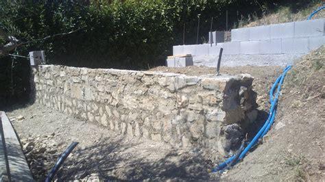 muri rivestiti in legno foto muri contro terra in cemento armato rivestiti in