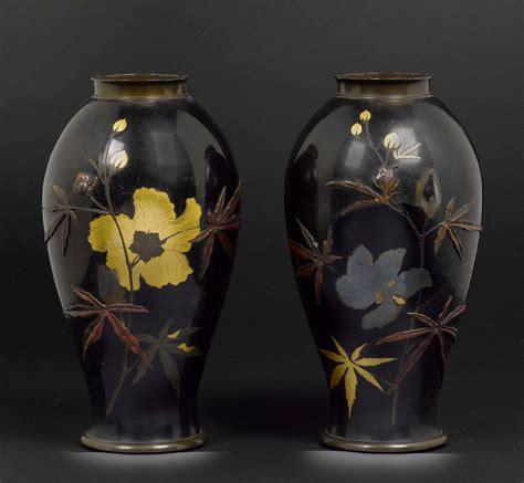 vasi in metallo coppia di vasi in metallo smaltato con decoro floreale e