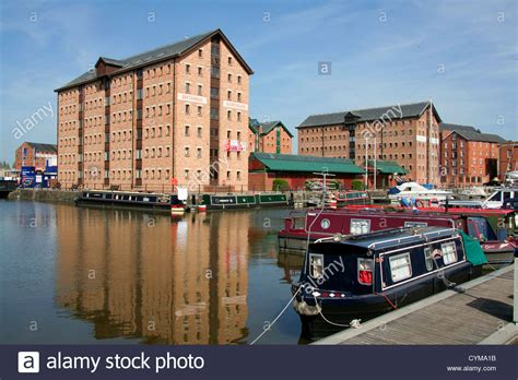 houseboat gloucester britannia warehouse and marina gloucester docks gloucester
