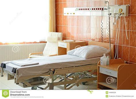 letto vuoto letto vuoto sul reparto di ospedale fotografia stock