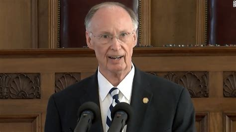 robert bentley alabama governor resigns robert bentley cuts deal steps