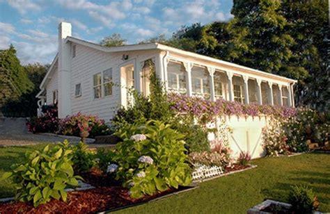 beach house bungalow garden and bungalow front porch ideas bristol sails beach cottage vrbo