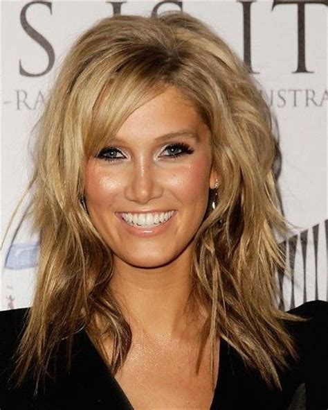 Shoulder Length Hair With Layers At Bottom | medium length layered cut and brown color at the bottom