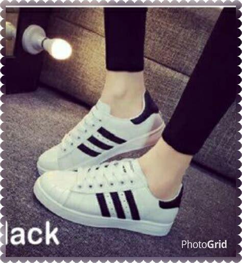 sepatu wanita bertali warna putih cantik modis