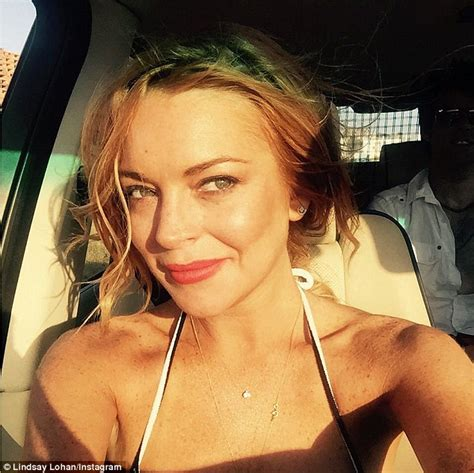 Dsse Am Selfie 28 000 lindsay lohan sued by former driver who claims she owes