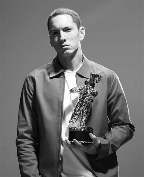 eminem awards tmw a fiery car crash can t stop eminem in his new quot 2010