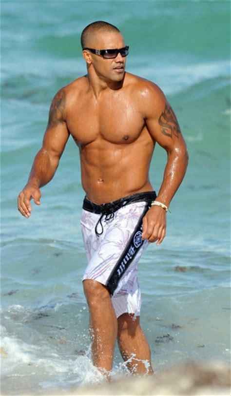 sean penn on criminal minds shemar moore photos photos shemar moore hits the beach