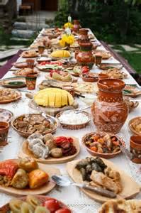 tisch essen tisch voller hausgemachte moldauisch essen unter freiem