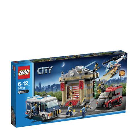 Elite Home Decor lego city museum break in 60008 toys zavvi com