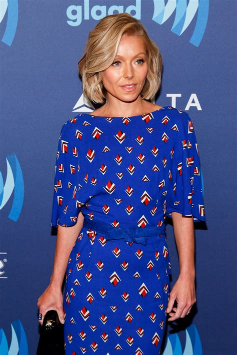 what color polish is kelly ripa wearing on her nails kelly ripa s blue hair pret a reporter