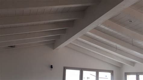 illuminazione tetti in legno una nuova mansarda con tetto in legno per una casa in