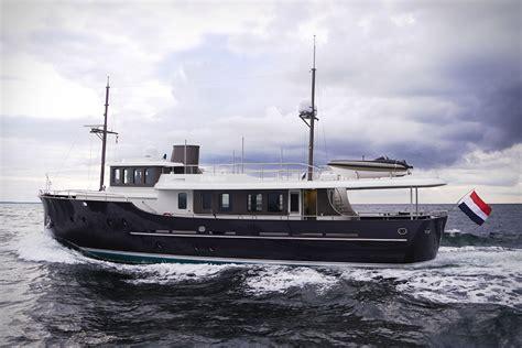 motorjacht livingstone hartman livingstone 24 yacht uncrate