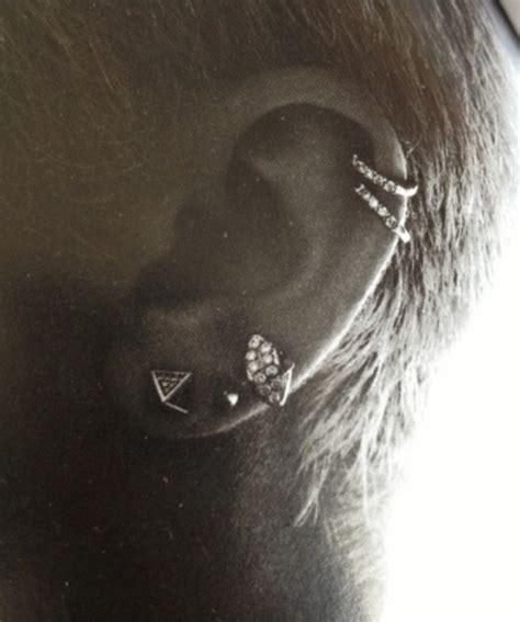 miley cyrus s ear piercings like the cartilage