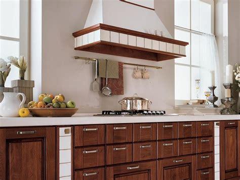 cucina in legno massello cucine in legno massello la cucina cucine legno massello