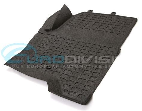 Land Rover Discovery 3 Mats by Land Rover Discovery 3 Black Rubber Car Floor Mats Boot