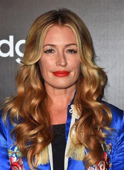 Bekas Samsung Tab 3 St 211 Cat Deeley Curls Hair Lookbook Stylebistro