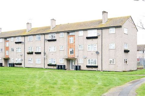 2 bedroom flat for sale in park south swindon sn3