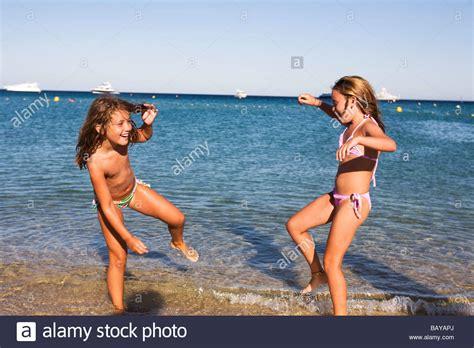 carefree boat club la m 228 dchen spielen am strand von pelonne ramatuelle