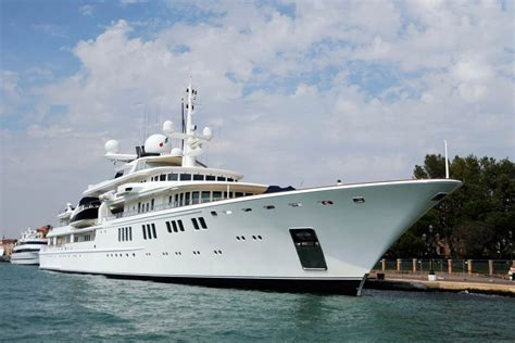 malibu boats bloomberg paul allen s firm working with caymans amid reports yacht
