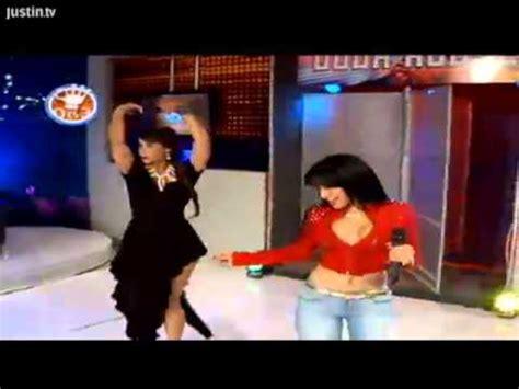 mujeres sin nada de ropa youtube presentadora de tv se le sube la falda y se le ve to youtube