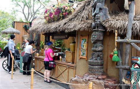 Tiki Hut Disneyland review tiki juice bar and dole whip in disneyland the disney food
