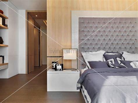 hänge nachttisch weiß wohnzimmer richtig einrichten