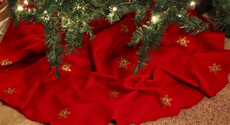 when did xmas skirts appear shimmer tree skirt