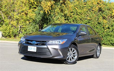 2017 toyota camry hybrid low on excitement high on