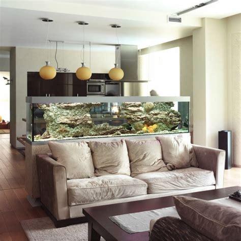 aquarium im wohnzimmer aquarium dekoideen wohnzimmer k 252 che trennwand funktion