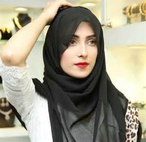 ayeza khan presenting amna ismail s chiffon collection