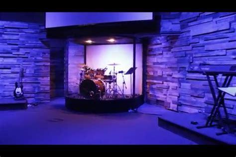 DIY curved drum enclosure built using an aluminum frame