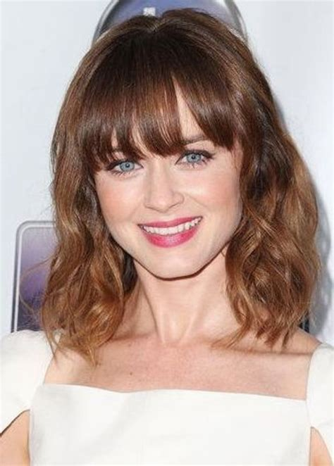 collar length hairstyle choppy collar bone length hair with bangs and highlights