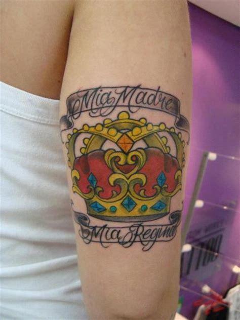 tatuaż ręka korona przez tattoo loyalty