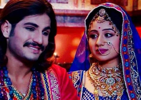biography in hindi of akbar these stars are couples in reel life but hate each other
