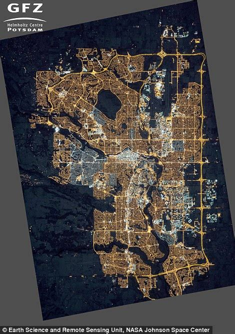 interactive map reveals light pollution  earth