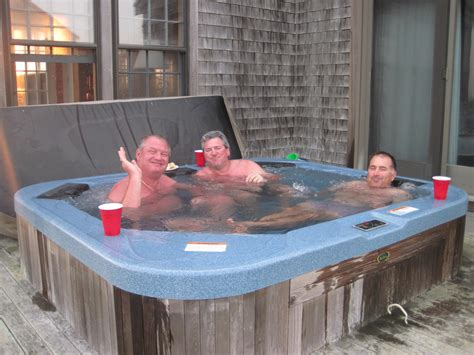 guys in bathtubs three men in a hottub gumbopirate
