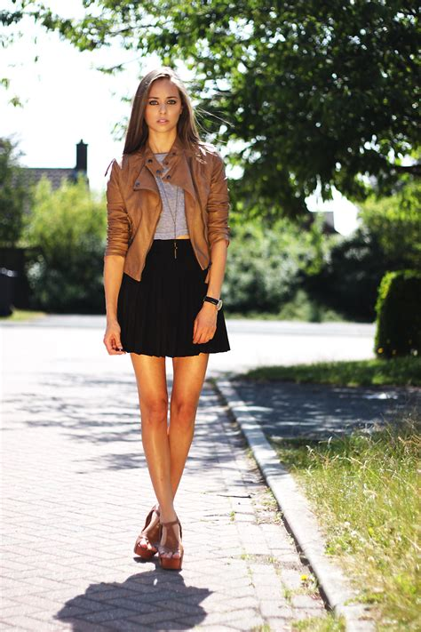 wemen with pleats in hair on pinerest light brown leather jacket outfits