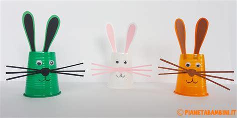 lavoretti con bicchieri di plastica lavoretti di pasqua coniglietti con i bicchieri di