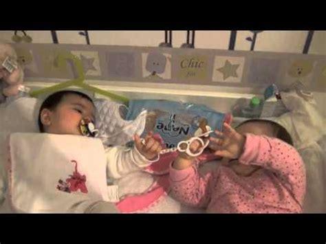 bebes hablando entre ellos mis dos bebes gemelos y mellizos hablando riendo y