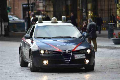volante dei carabinieri palermo sorpresi a svaligiare 5 box auto arrestati 3
