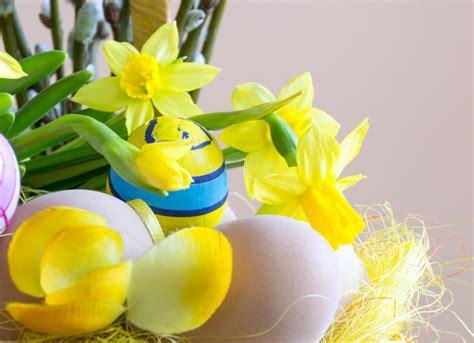 decorazioni con fiori decorazioni di pasqua con i fiori le creazioni pi 249 chic
