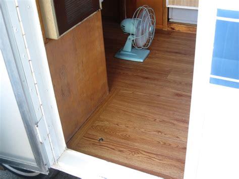 Prestained Wood Flooring by New Vinyl Wood Grain Flooring In The Mallard Gling
