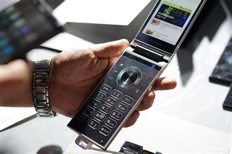 samsung  flip phone  dual displays    camera