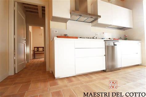 pavimenti cucine pavimento in cotto per cucine maestri cotto